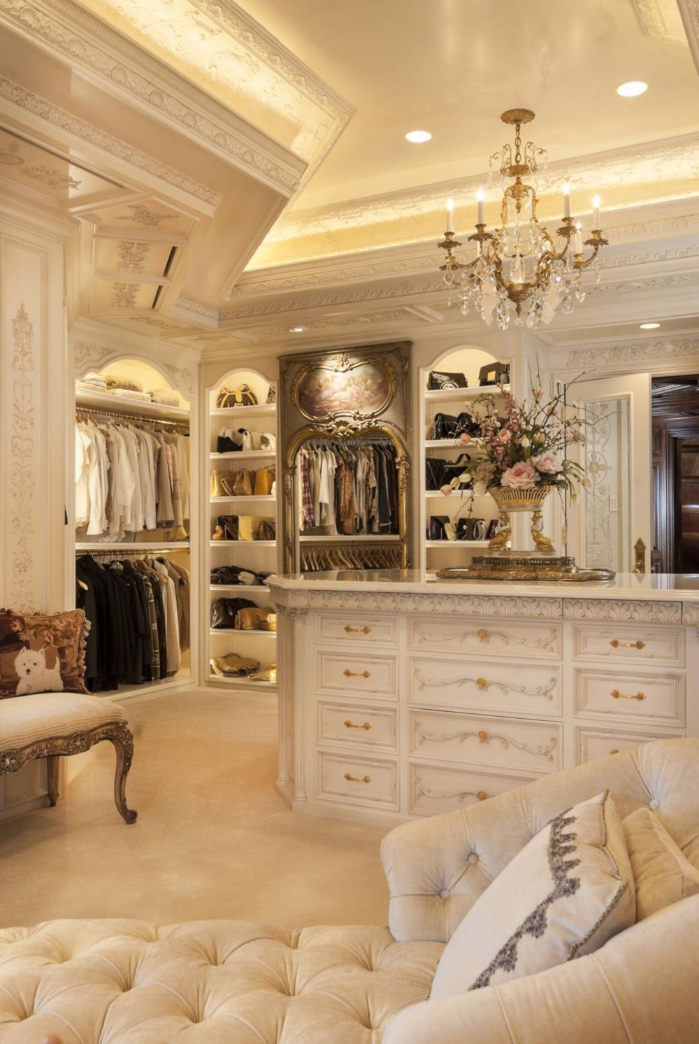 5 Luxury Closet Decor Ideas chandeliers 10 Beautiful Chandeliers for a Hotel Design 5 Luxury Closet Decor Ideas 05 chandeliers 10 Beautiful Chandeliers for a Hotel Design 5 Luxury Closet Decor Ideas 05