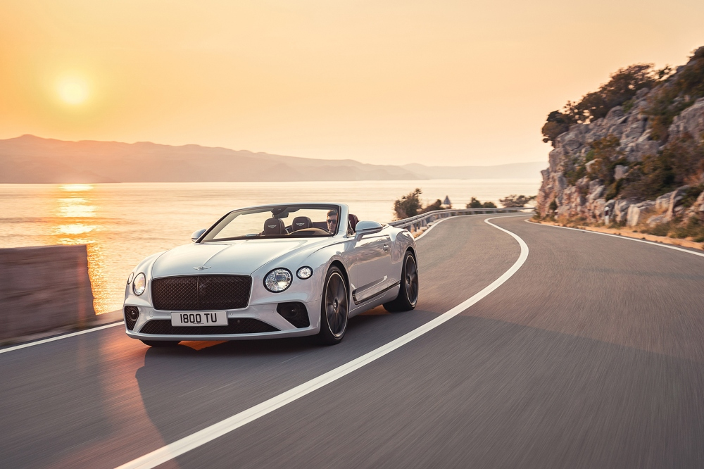 Luxury Convertibles for Summer luxury convertibles Luxury Convertibles For Summer 2019 Luxury Convertibles For Summer 02