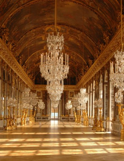 Most Iconic Chandeliers In The World 03 most iconic chandeliers Most Iconic Chandeliers In The World Most Iconic Chandeliers In The World 03 410x532