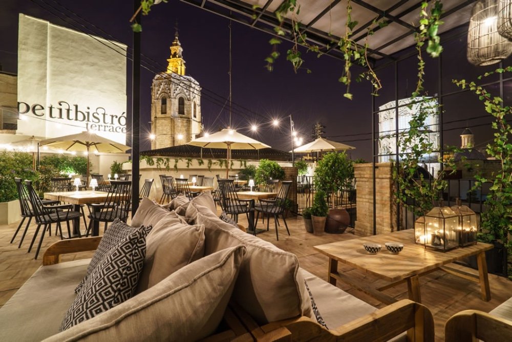 The Finest Bars in Valencia best hotels in valencia Best Hotels in Valencia The Finest Bars in Valencia Valencia   s Old Town district 1 best hotels in valencia Best Hotels in Valencia The Finest Bars in Valencia Valencia E2 80 99s Old Town district 1