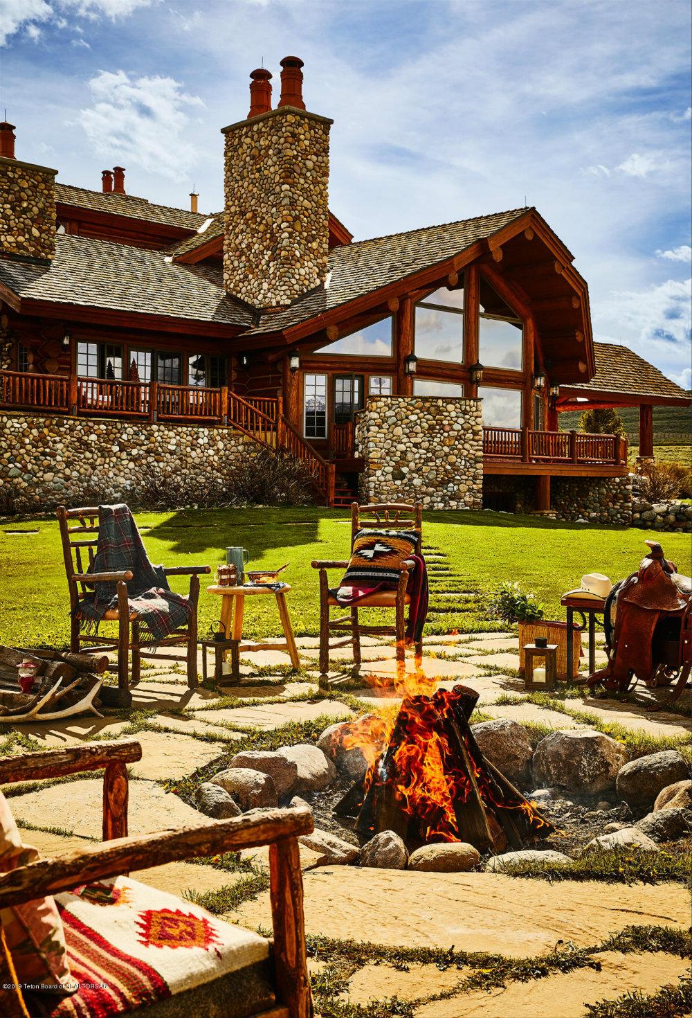 Image of: Outdoor Fireplace Design Ideas