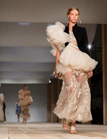 paris spring 2020 fashion week The Best From Paris Spring 2020 Fashion Week The Best From Paris Spring 2020 Fashion Week 01 410x532