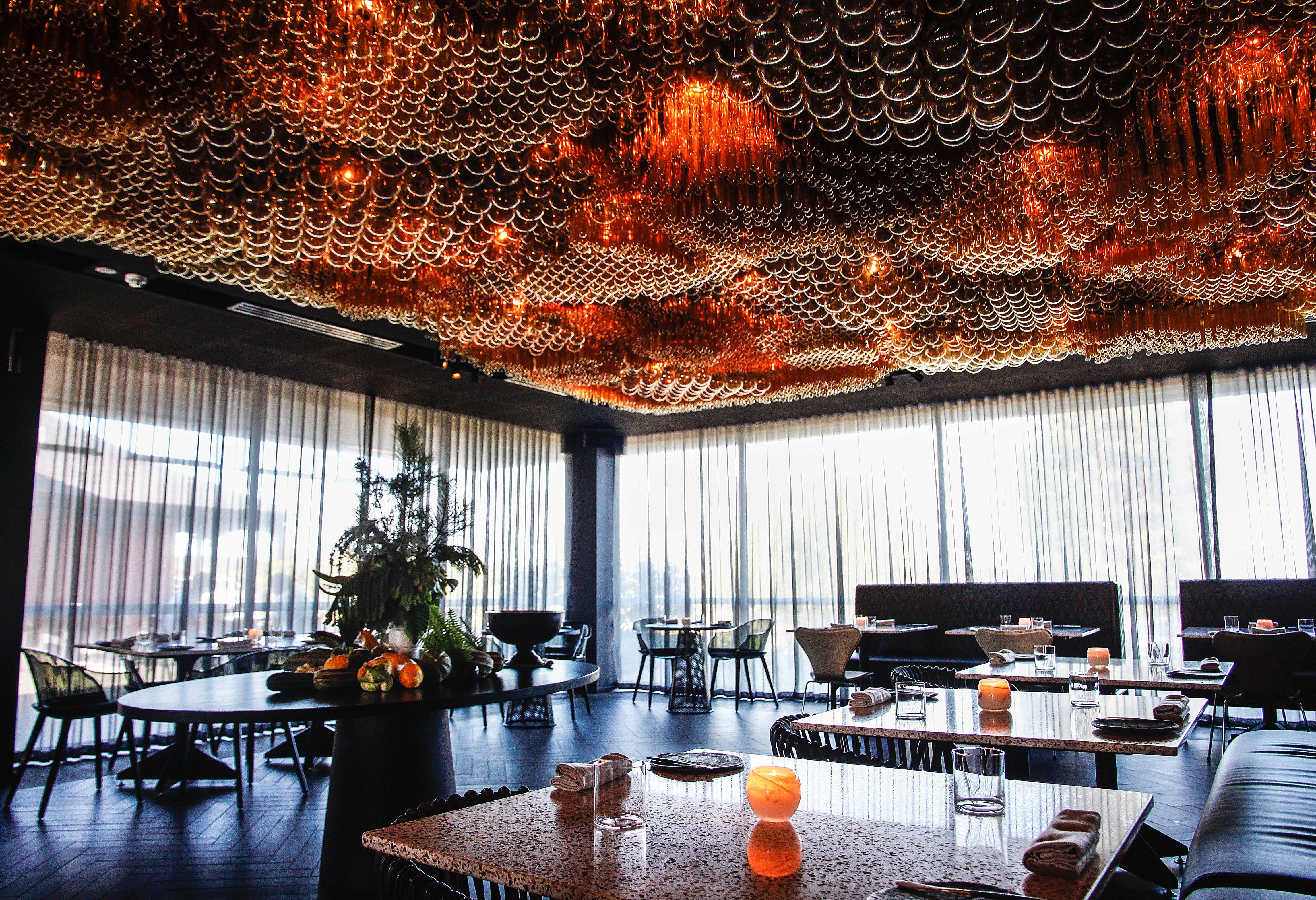 Dramatic Chandeliers in Restaurants Across the World4 dramatic chandeliers Dramatic Chandeliers in Restaurants Across the World Dramatic Chandeliers in Restaurants Across the World4
