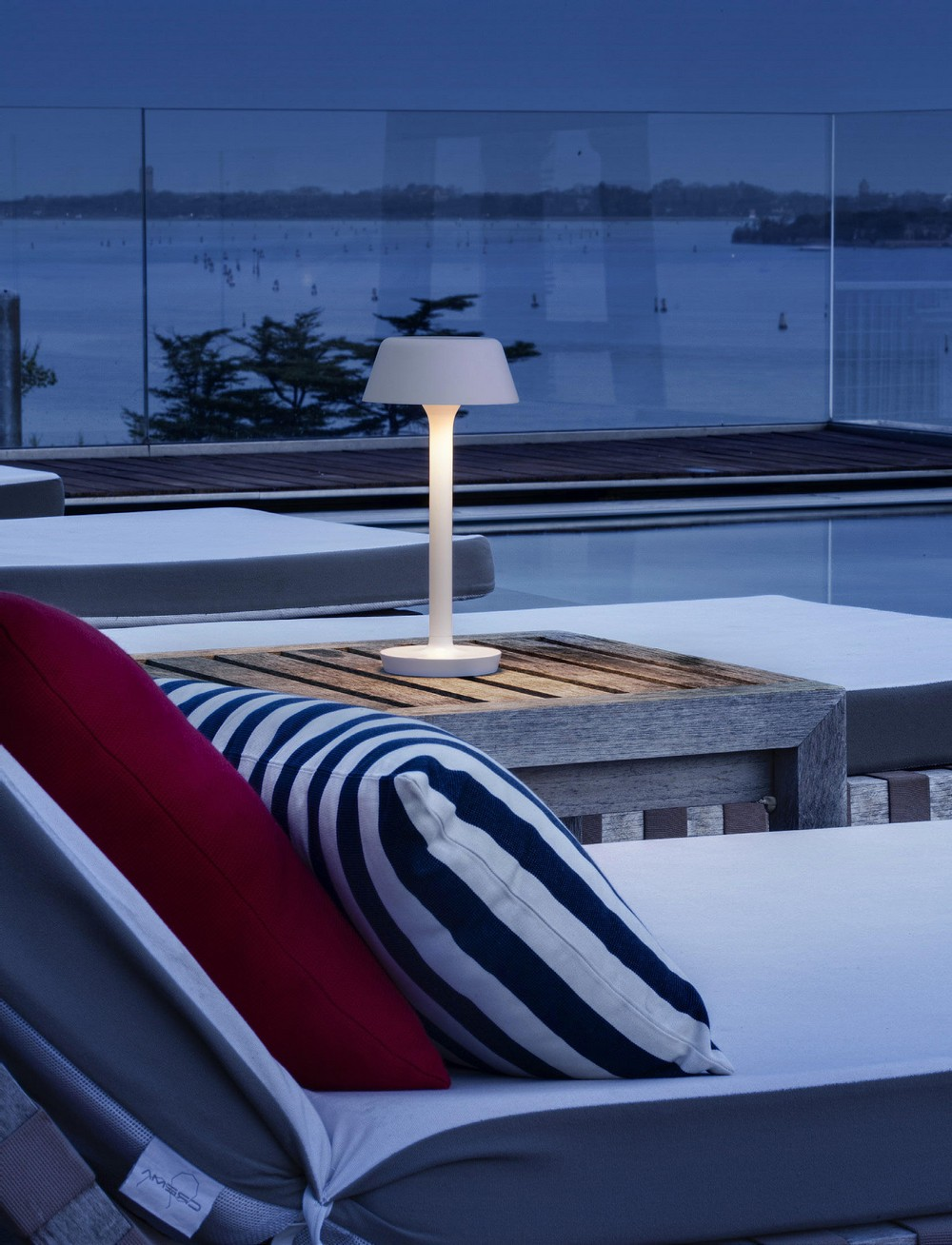 10 Superlative Outdoor Lighting Designs for Your Consideration 3