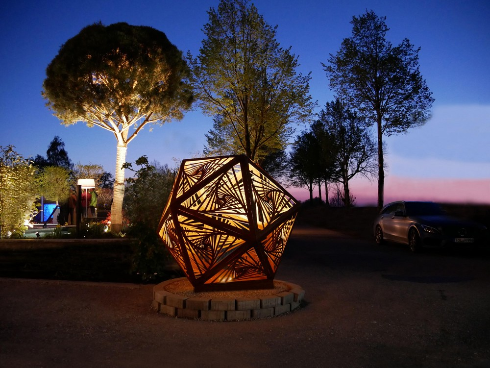 10 Superlative Outdoor Lighting Designs for Your Consideration 7