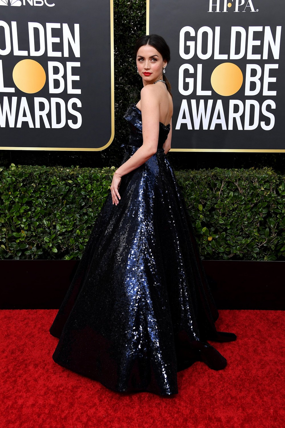 Golden Globes 2020 The Most Exciting Looks Seen on the Red Carpet 1 golden globes 2020 Golden Globes 2020: The Most Exciting Looks Seen on the Red Carpet Golden Globes 2020 The Most Exciting Looks Seen on the Red Carpet 1