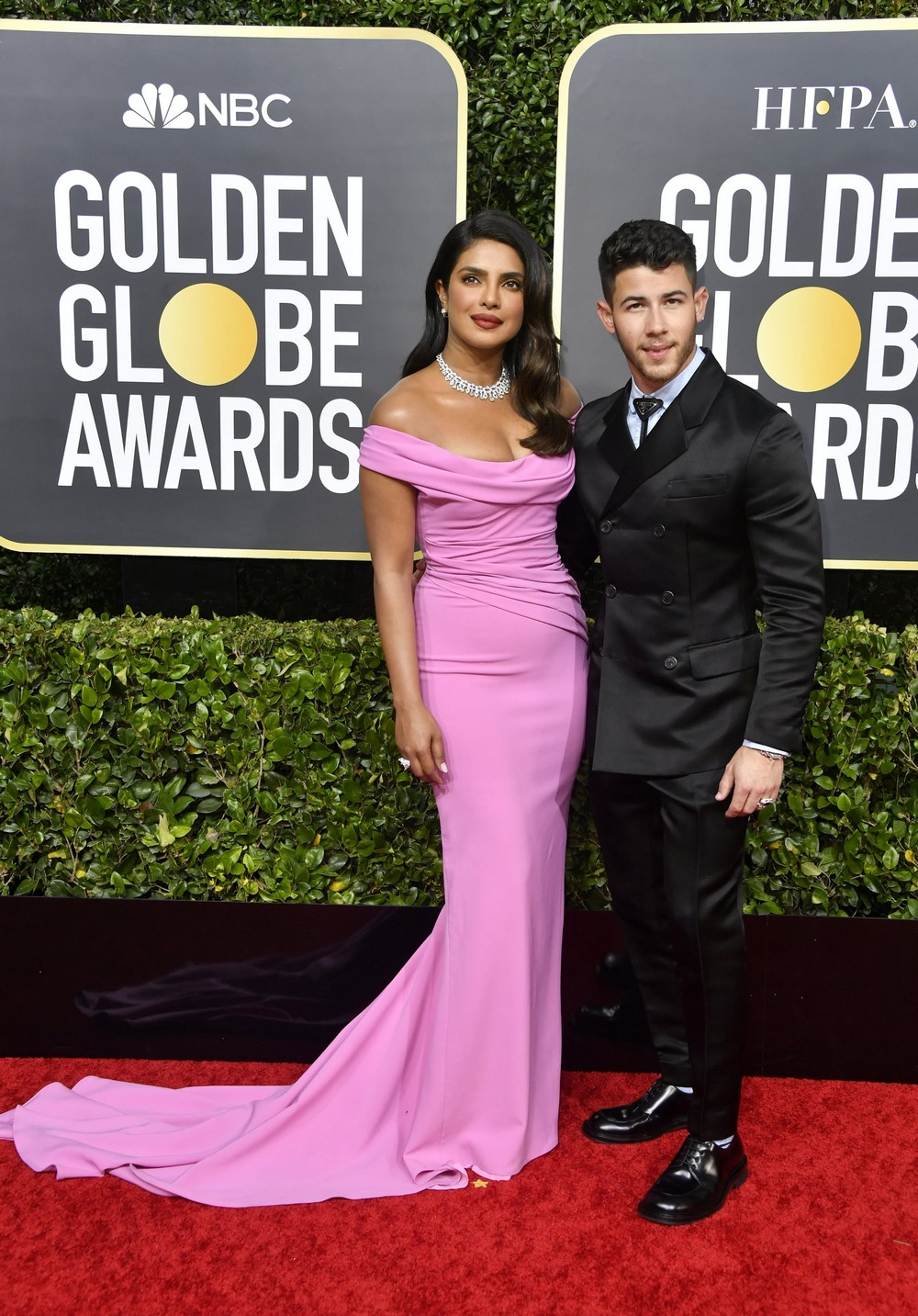 Golden Globes 2020 The Most Exciting Looks Seen on the Red Carpet 6 golden globes 2020 Golden Globes 2020: The Most Exciting Looks Seen on the Red Carpet Golden Globes 2020 The Most Exciting Looks Seen on the Red Carpet 6