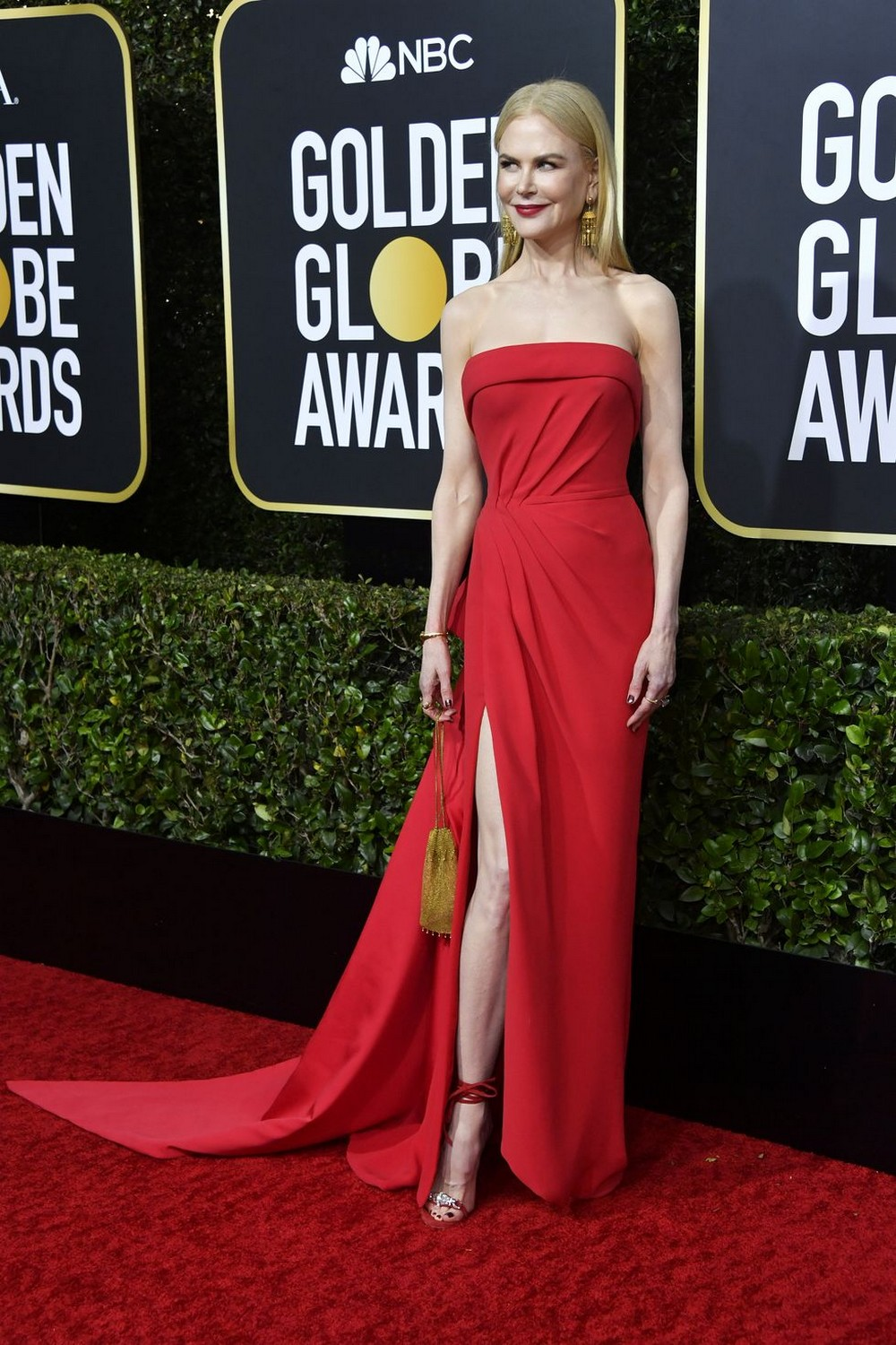 Golden Globes 2020 The Most Exciting Looks Seen on the Red Carpet 7 golden globes 2020 Golden Globes 2020: The Most Exciting Looks Seen on the Red Carpet Golden Globes 2020 The Most Exciting Looks Seen on the Red Carpet 7