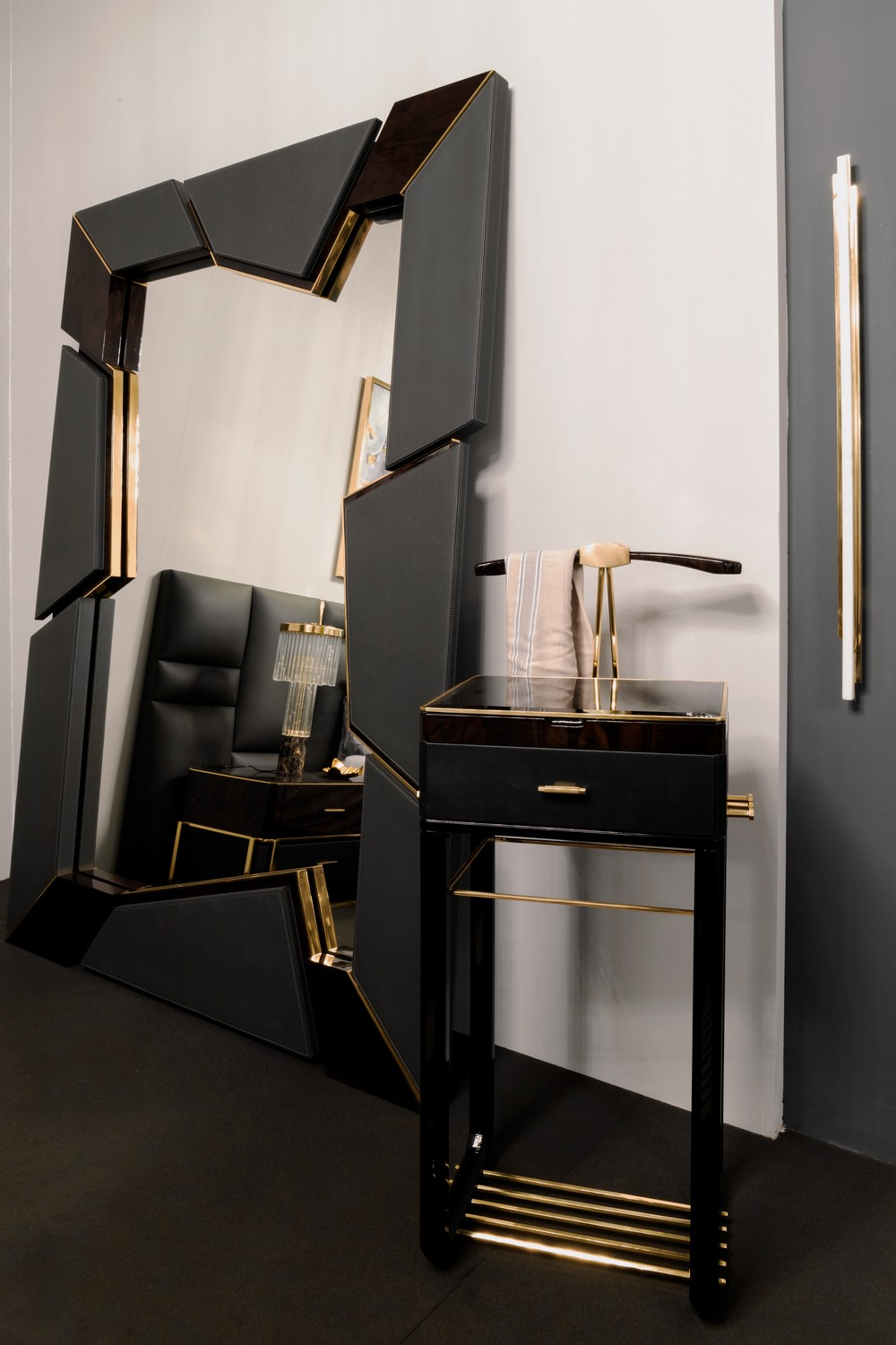 Home Decoration Ideas 10 Ostentatious Mirrors for a Unique Aesthetic 13 home decoration ideas Home Decoration Ideas: 10 Ostentatious Mirrors for a Unique Aesthetic Home Decoration Ideas 10 Ostentatious Mirrors for a Unique Aesthetic 13