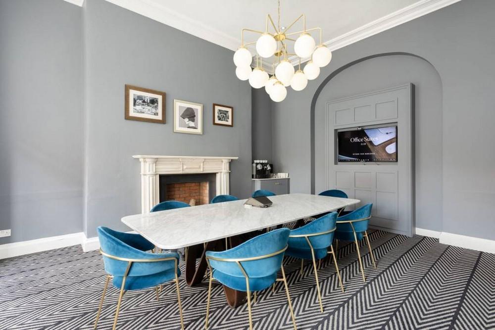 13 Dazzling Interior Designs that Highlight Statement Chandeliers 7