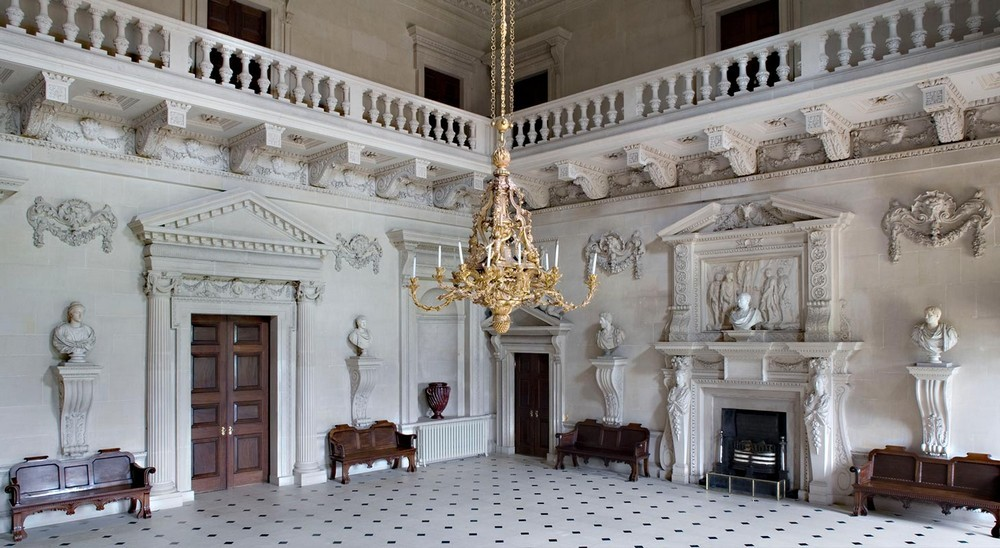 5 Outstanding Sculptural Chandeliers Found in Historic Buildings 2