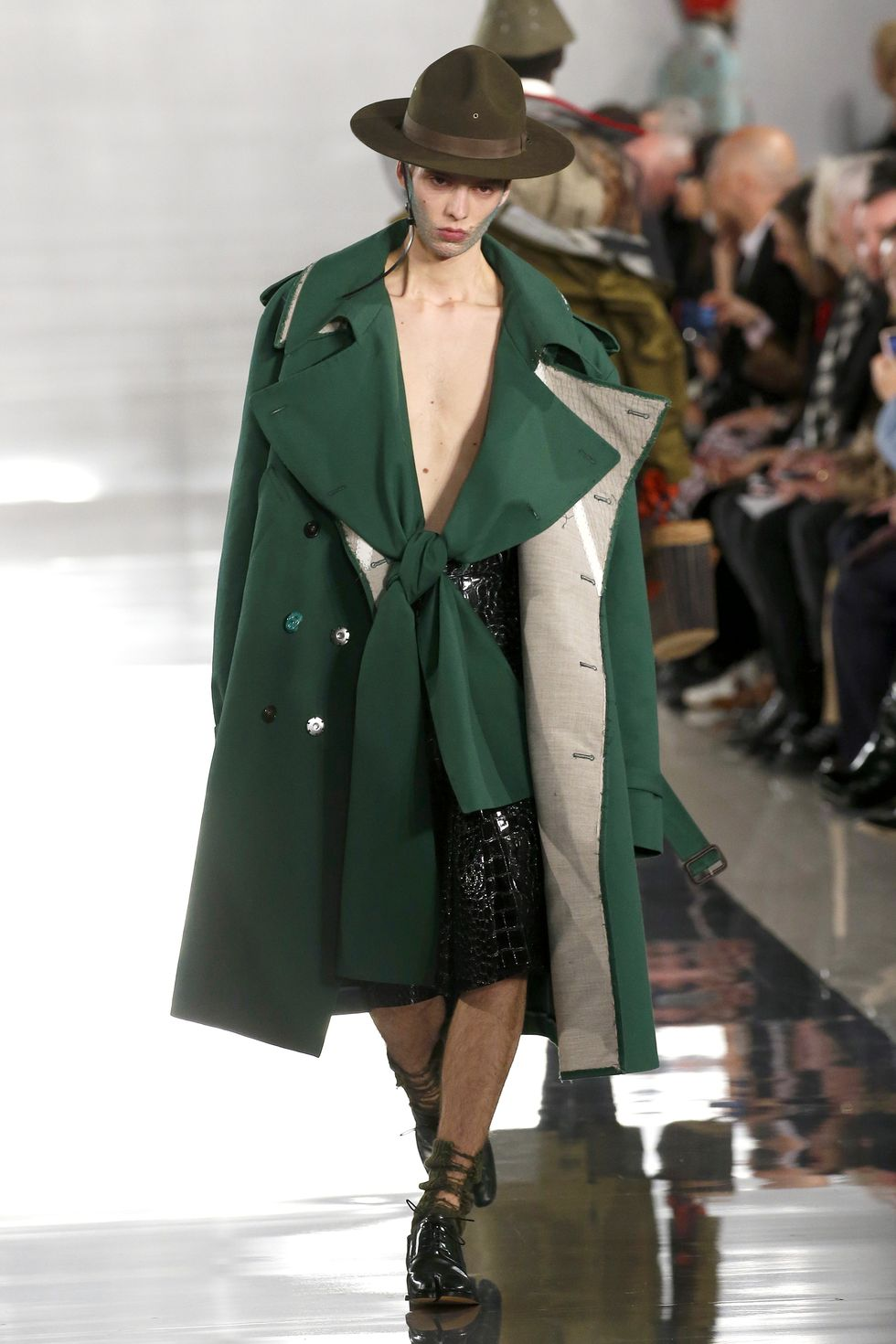 Be Amazed By Paris Fashion Week 2020's Runway Looks paris fashion week 2020 Be Amazed By Paris Fashion Week 2020's Runway Looks gettyimages 1208803244