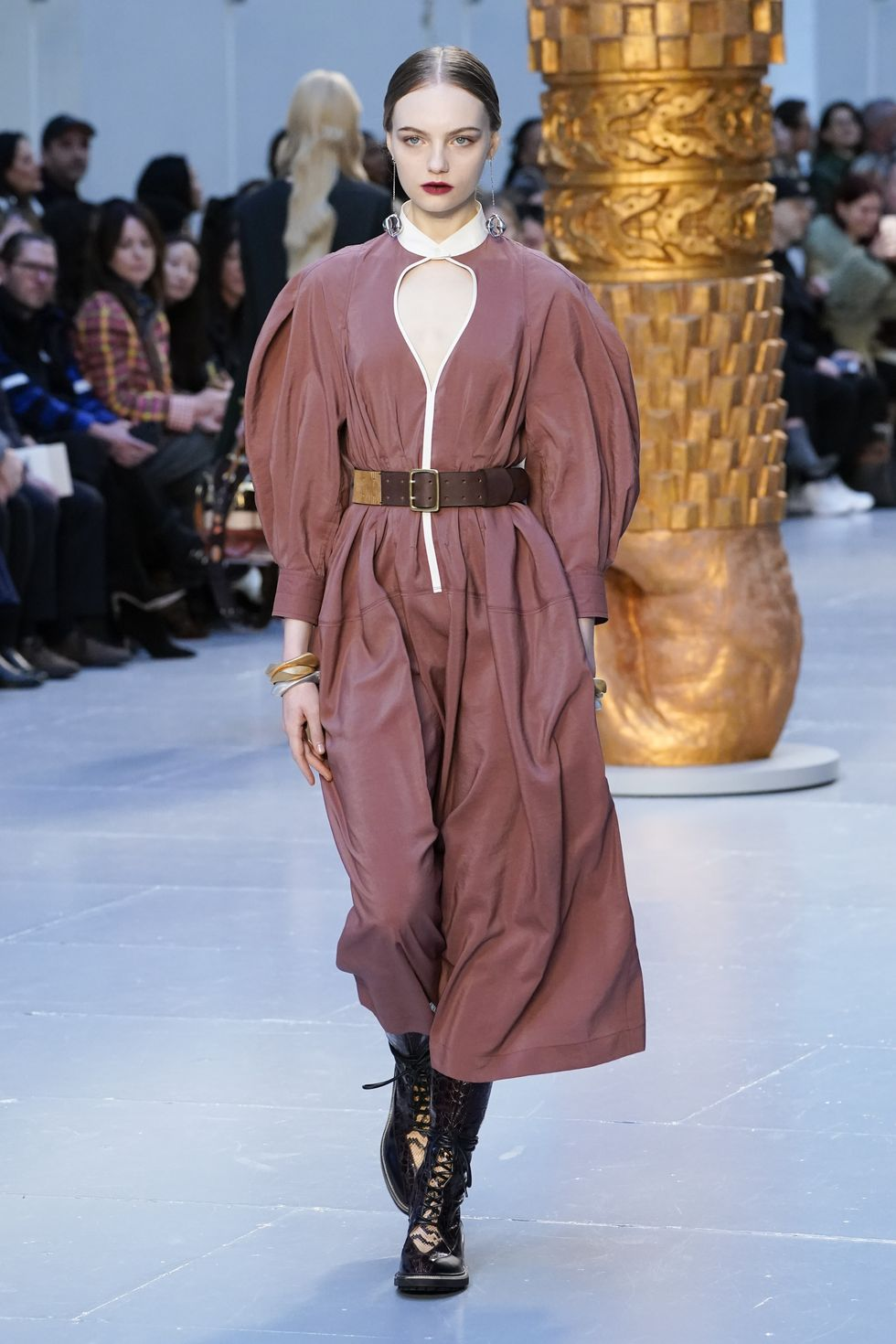 Be Amazed By Paris Fashion Week 2020's Runway Looks paris fashion week 2020 Be Amazed By Paris Fashion Week 2020's Runway Looks gettyimages 1209092031