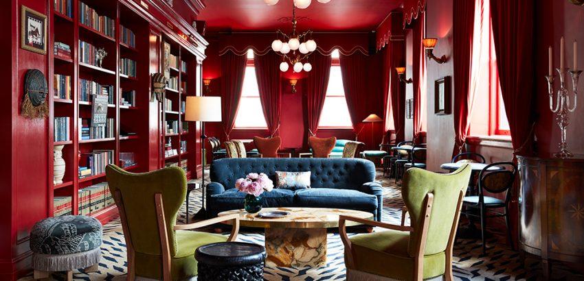 maison de la luz Maison de La Luz, The New Orleans Hotel Inspired By Wes Anderson maison de la luz bar marilou stephen kent johnson 01 850x410
