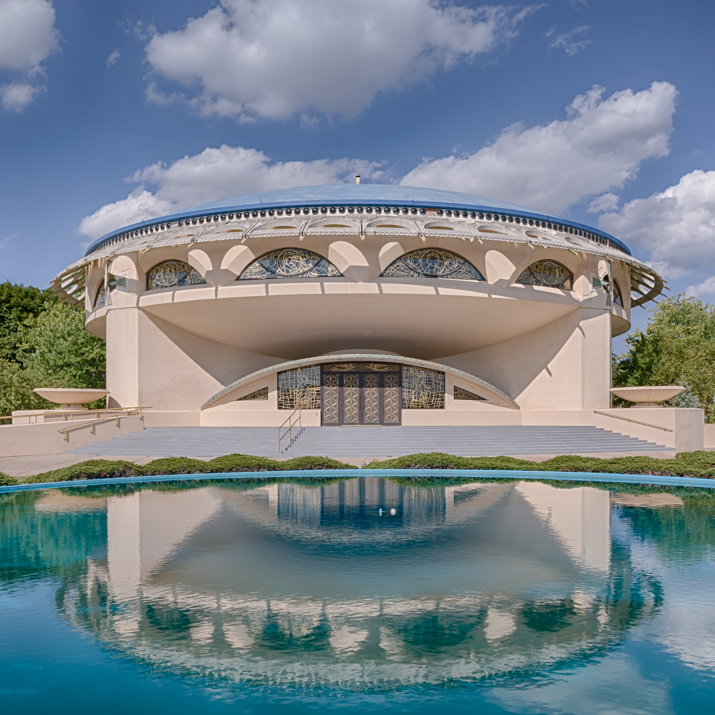 Frank Lloyd Wright: Explore His Amazing Projects Virtually frank lloyd wright Frank Lloyd Wright: Explore His Amazing Projects Virtually photographing wright andrew pielage frank lloyd wright designs dezeen sq