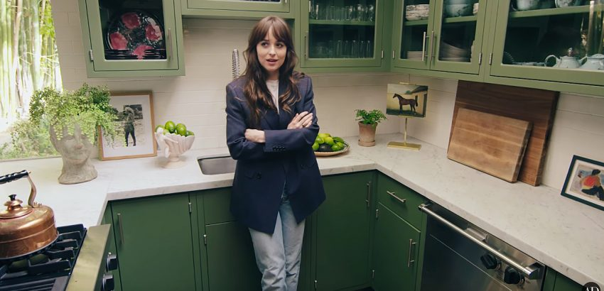 Celebrity Homes: Tour Dakota Johnson's Mid Century House dakota johnson Celebrity Homes: Tour Dakota Johnson's Mid Century House dakota johnson takes fans inside her 1st home in l a 850x410