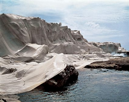 Christo: 5 Stunning Projects to Remember Him By christo Christo: 5 Stunning Projects to Remember Him By dedbf57f6a7a420bf16b13ee98393a0f 424x336