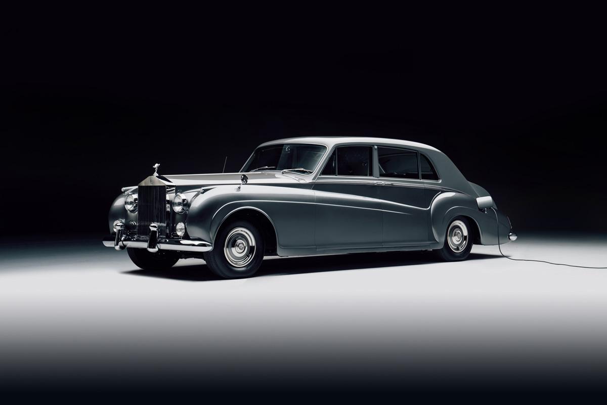 classic car classic car Classic cars are back but with a twist rolls royce phantom v 002