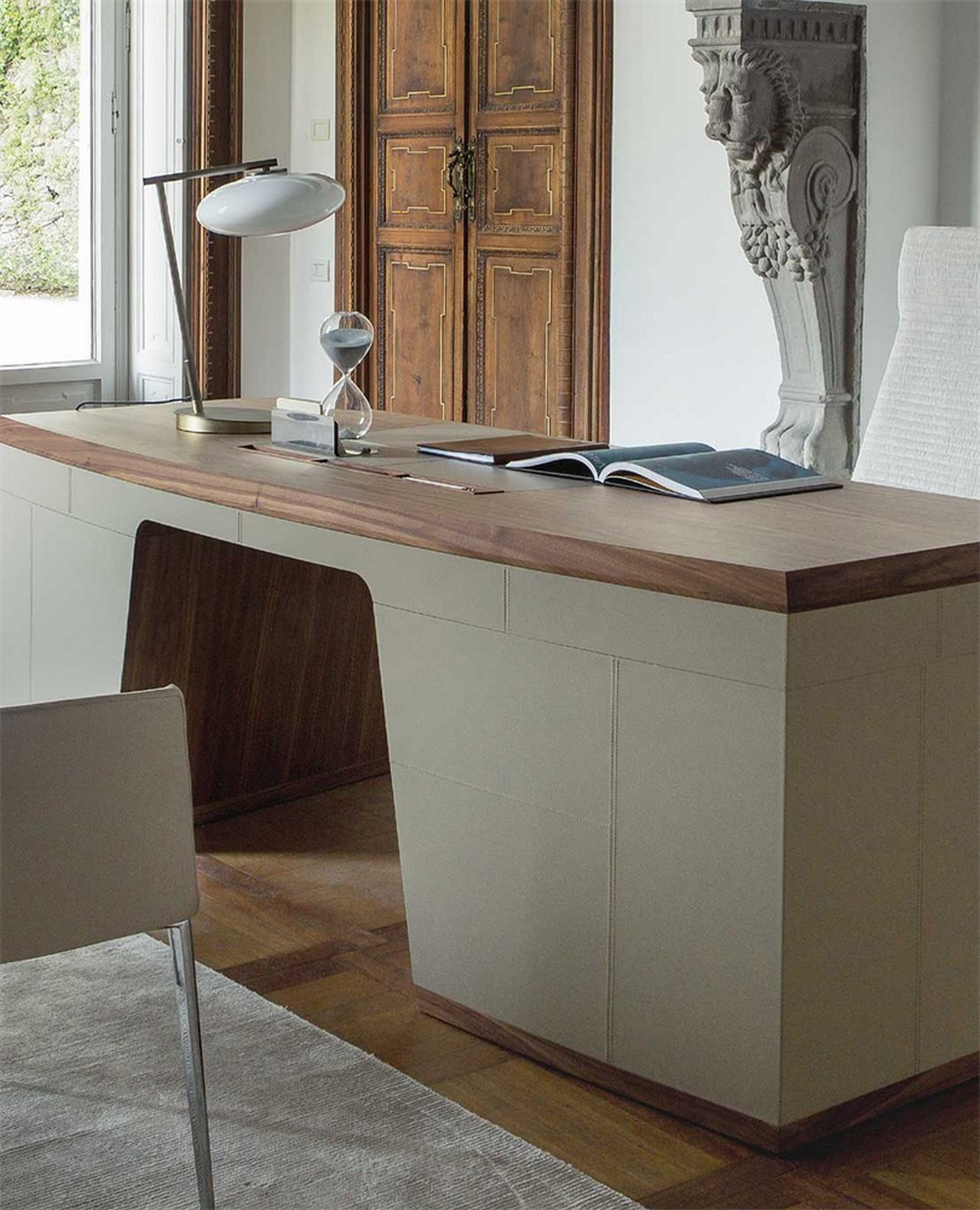 luxury desks Top 25 Luxury Desks to Modernize Your Home Office Decor Top 25 Luxury Desks to Modernize Your Home Office Decor 14