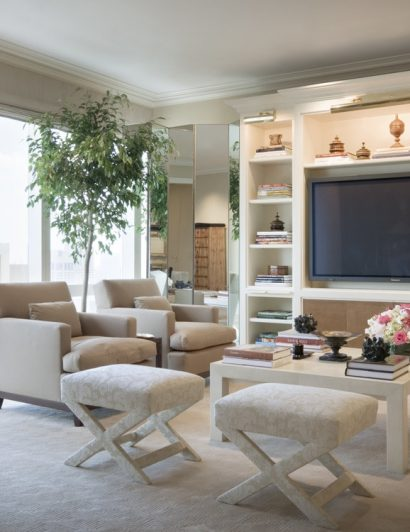 get to know mark hampton Get To Know Mark Hampton – An Iconic Design Firm Alexa Hampton West Side Apartment b 1200 275x93x3199x2000 q85 410x532